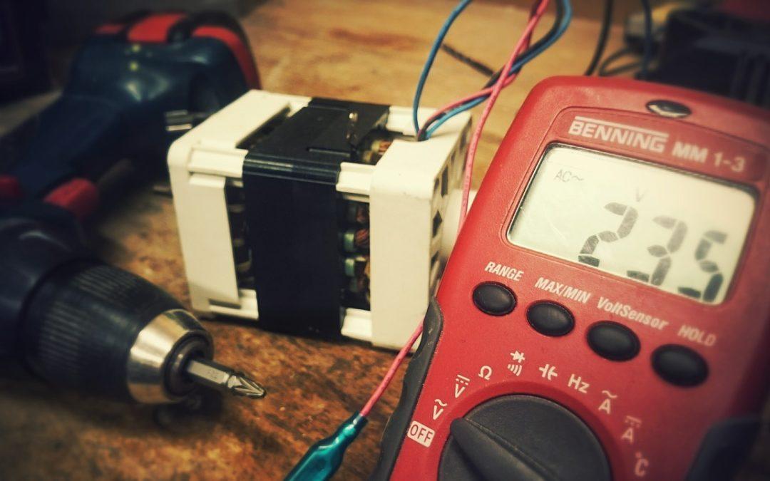 Comparativa voltímetro analógico y digital
